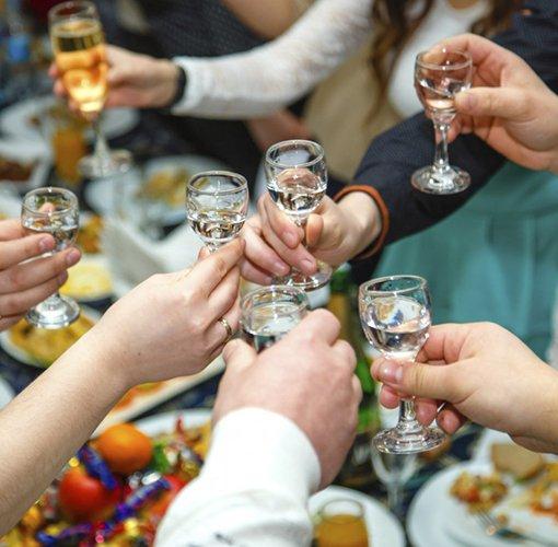 Недопустимо переедание при приеме алкоголя