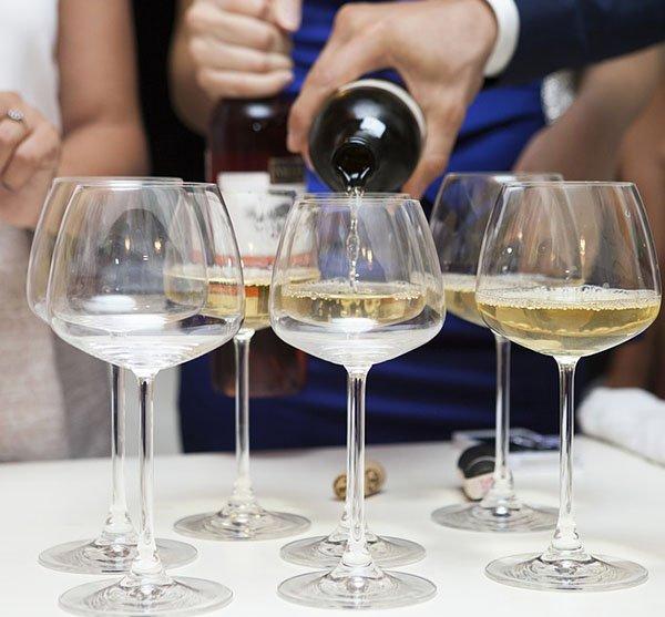 Употребление белого вина при гастрите